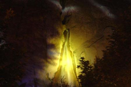 آبشار سمیرم در شب