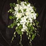 دسته گل عروس با گلهای سفید